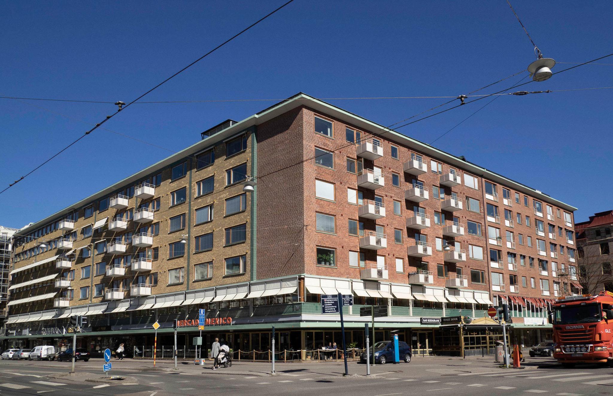 Fastighet i rött och gult tegel på hörnet av Berzeliigatan och Södra vägen, Göteborg.