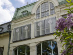 Nya fönster i anrika salonger